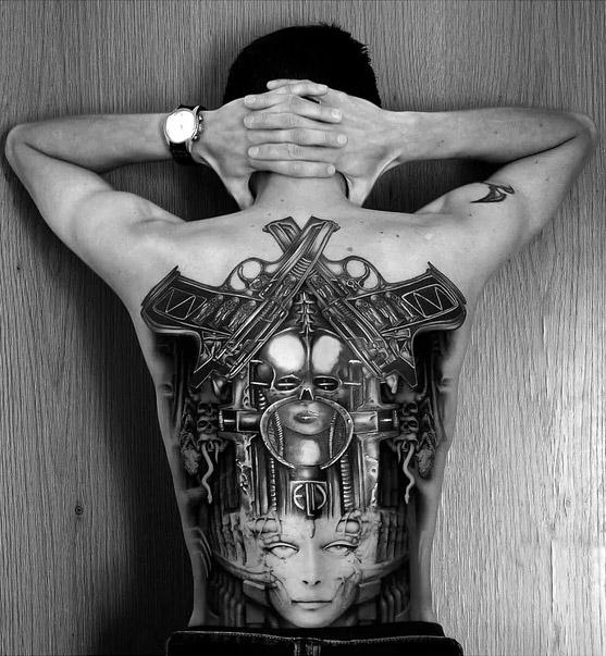 Giger által ihletett tetoválás
