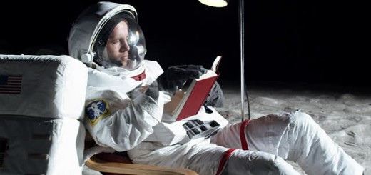 astronaut_reads
